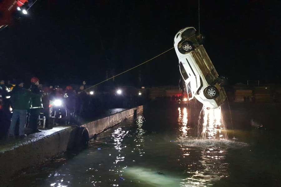 Polis otomobili denize düştü: 1 polis kayıp, 1 polis yaralı