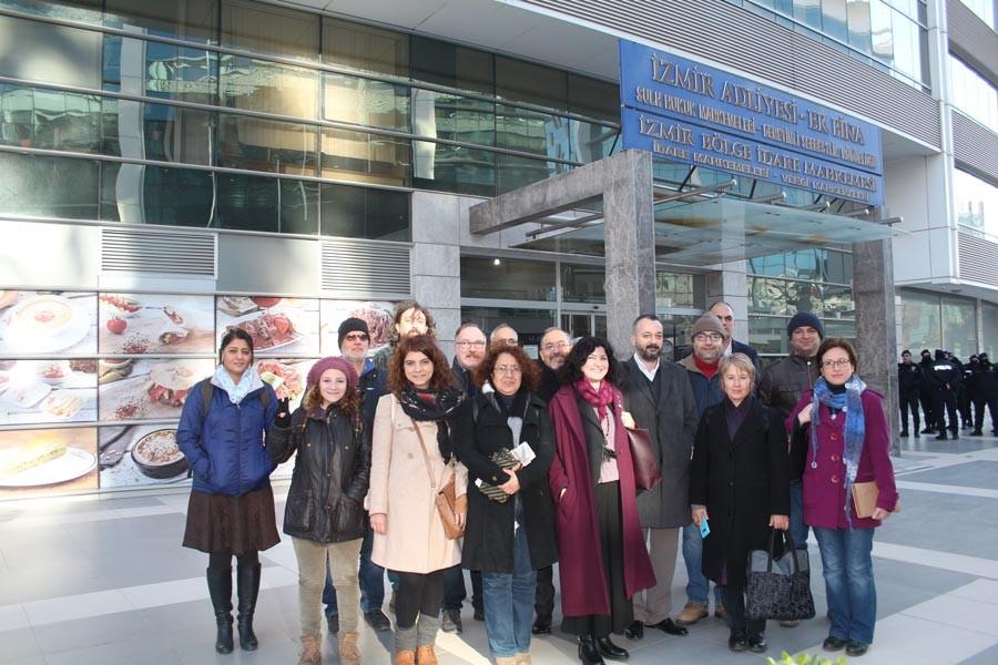 DEÜ'deki imzacı akademisyenlerin duruşmaları görüldü