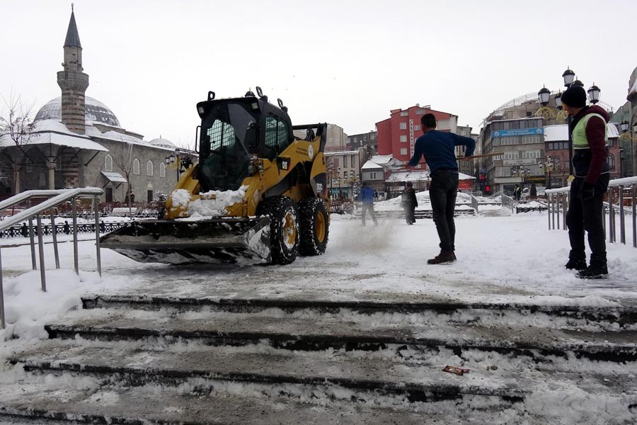 Doğu Anadolu Bölgesi'nde 650 köy yolu ulaşıma kapandı