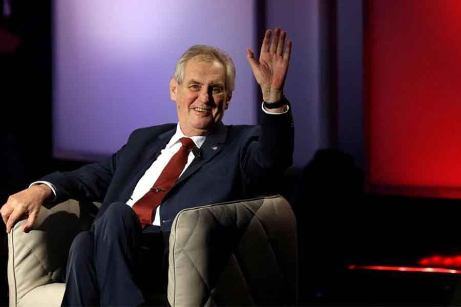 Çekya'da cumhurbaşkanlığı seçimini  Milos Zeman kazandı