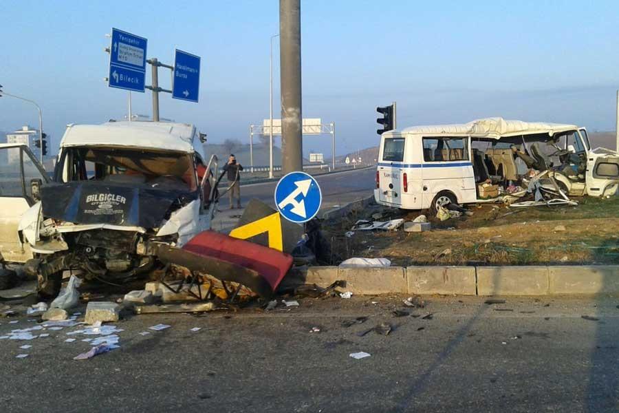 Bursa'da 2 işçi servisi çarpıştı: 3 ölü, 27 yaralı