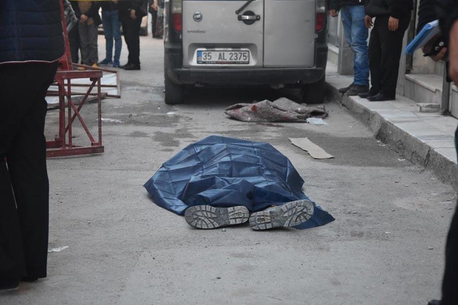 İzmir'de boyacıların kurduğu iskele çöktü: 1 ölü, 1 yaralı