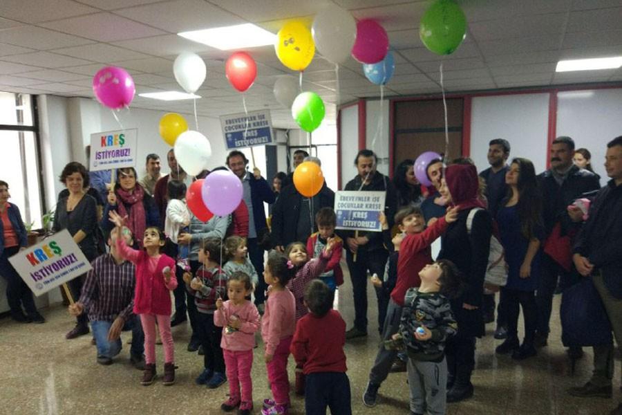 Çocuklar İzmir Büyükşehir Belediyesinden kreş istedi
