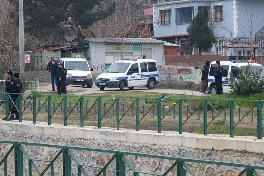Bursa'da el yapımı patlayıcı infilak etti: 1 polis yaralı