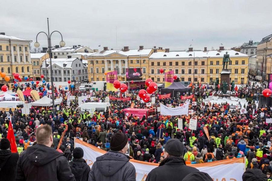Finlandiya'da işçiler, işsizlerin hakları için grev yaptı