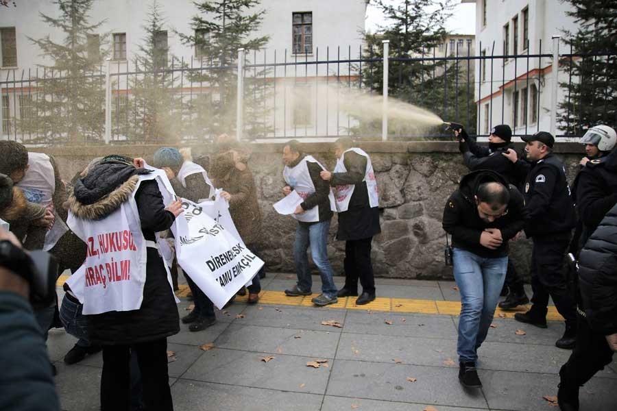 Ankara'da KESK'lilere biber gazlı saldırı