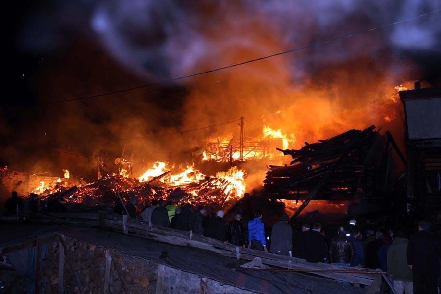 Kastamonu'da köy yangını: 8 yaralı