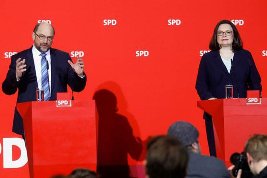 SPD lideri Schulz başkanlığı Nahles'e bırakıyor