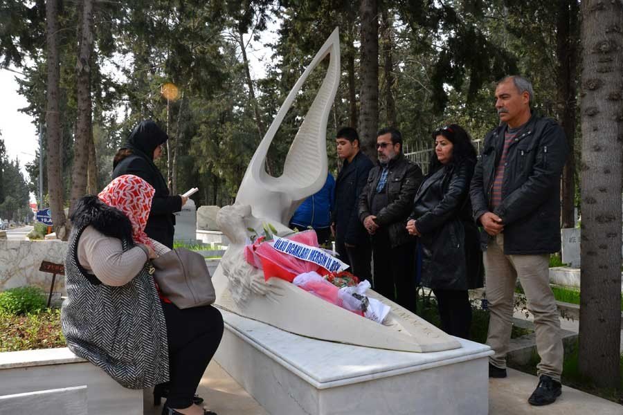 Özgecan Aslan, mezarı başında anıldı: Yasa çıkarılsın