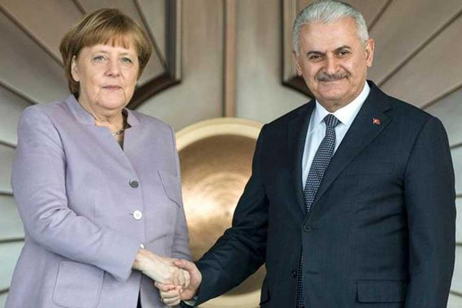 Angela Merkel'e 'net tutum' tepkisi