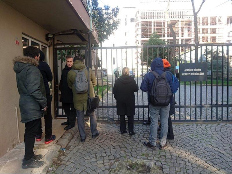 AKM Müdürü Cahit Koca, Mimarlar Odası üyeleri ile telsiz vasıtası ile görüştü