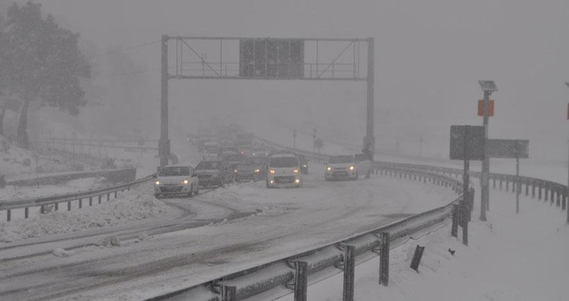 TIR devrildi, İzmir-Manisa yolu kapandı