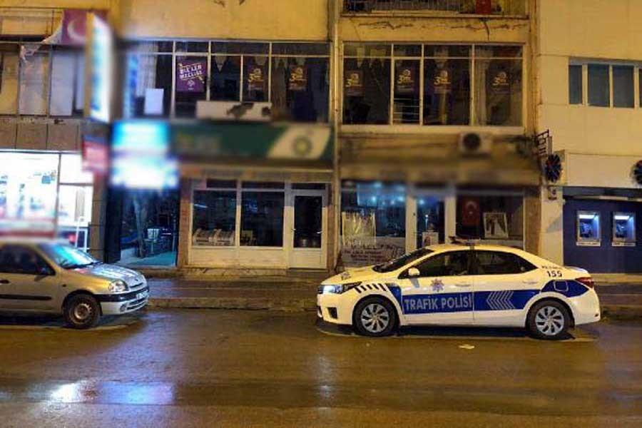 Şereflikoçhisar'da HDP binasına pompalı tüfekle ateş açıldı