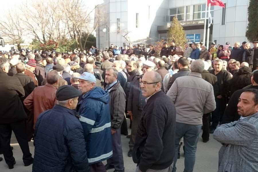 Kentsel dönüşüm mağdurları, belediye meclisine alınmadı!