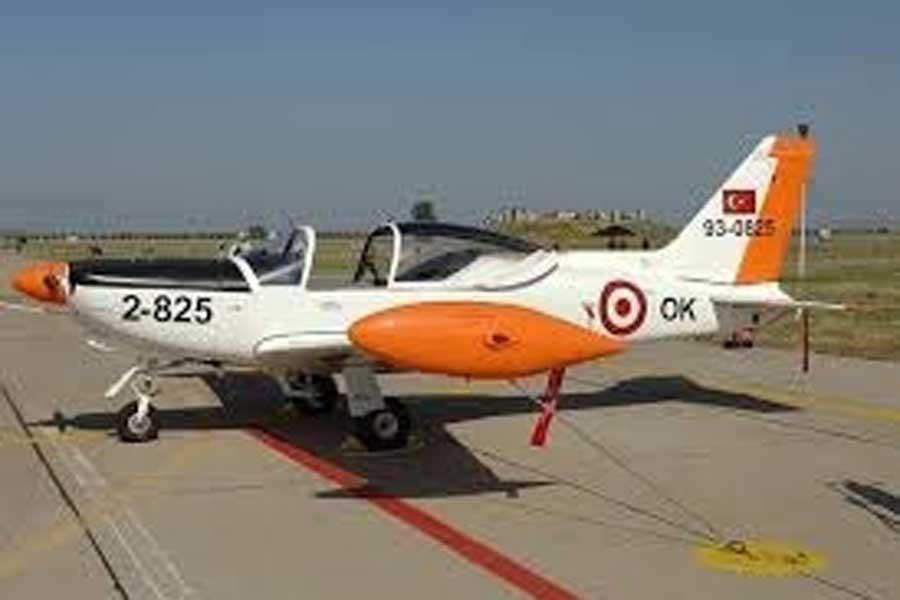 İzmir'de askeri eğitim uçağı düştü 2 pilot hayatını kaybetti