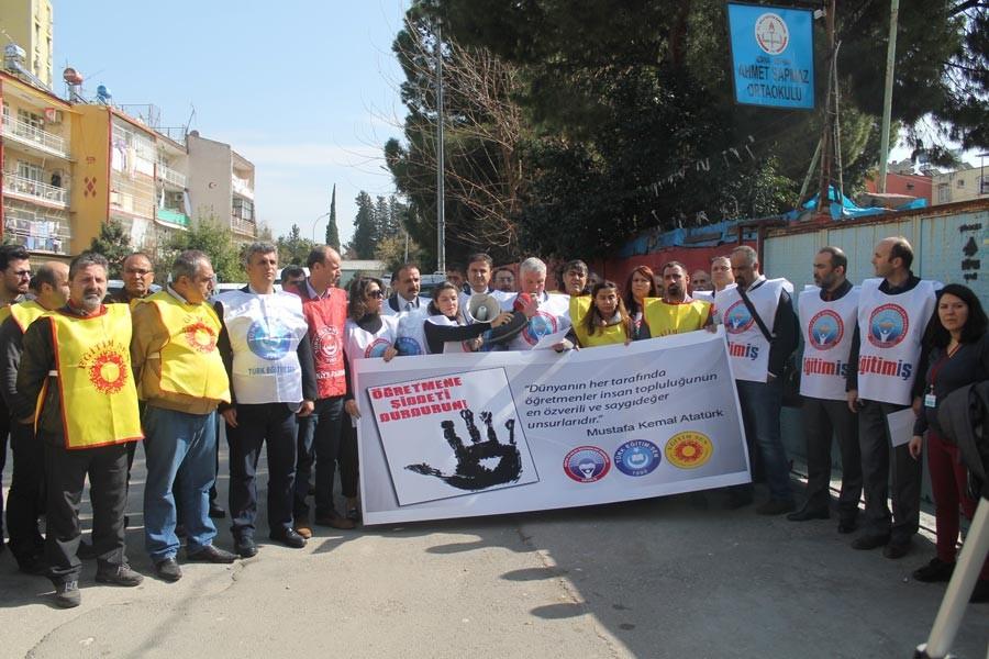 Adana'da Öğretmen Durur'un bıçaklanması protesto edildi