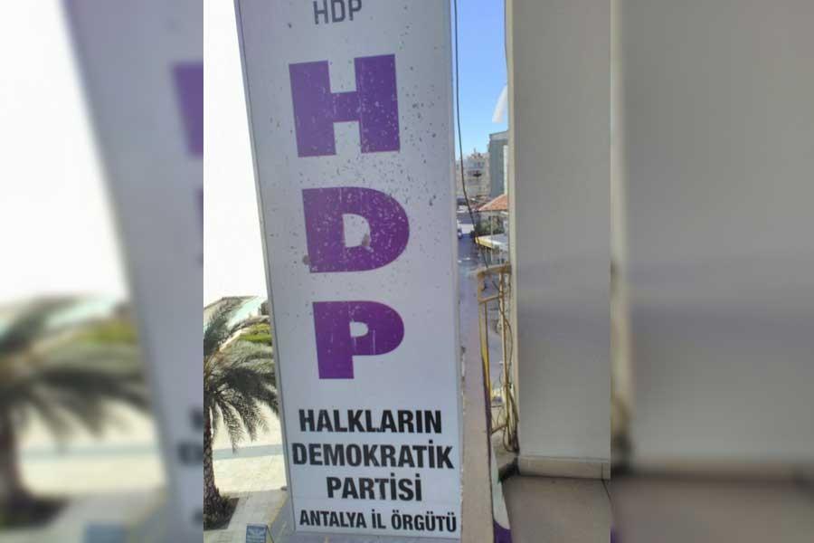 Antalya'da HDP binasına silahlı saldırı