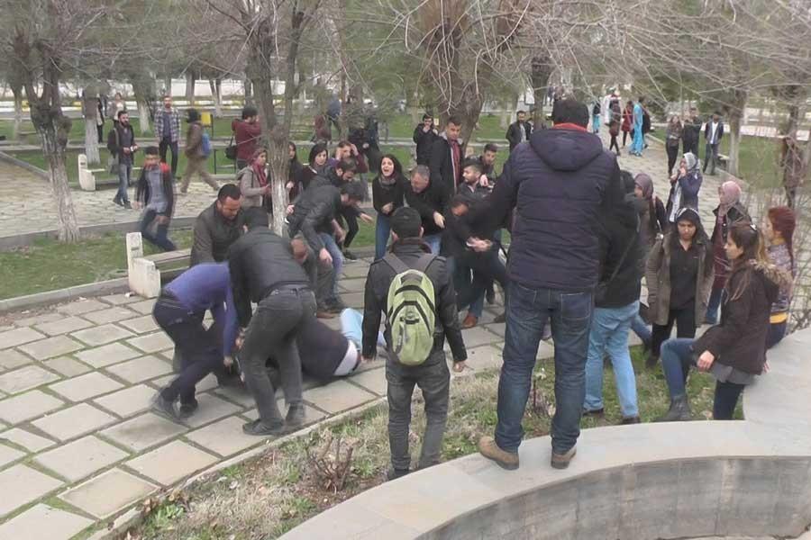 'Kürtçe ıslık' çalan öğrencileri darbeden polise takipsizlik