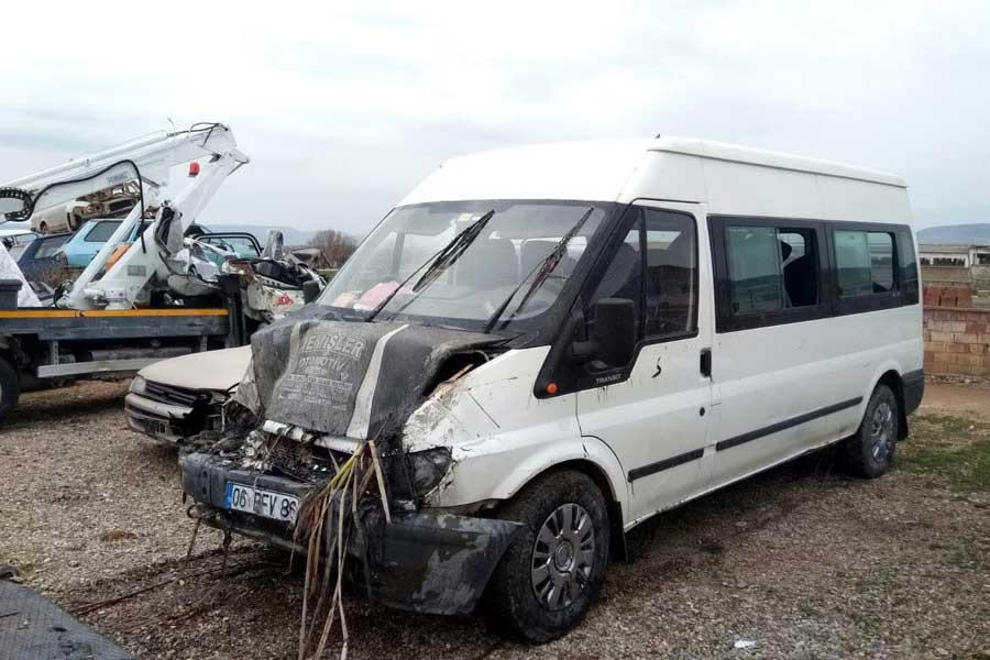Tarım işçilerini taşıyan minibüsü devrildi: 16 işçi yaralı