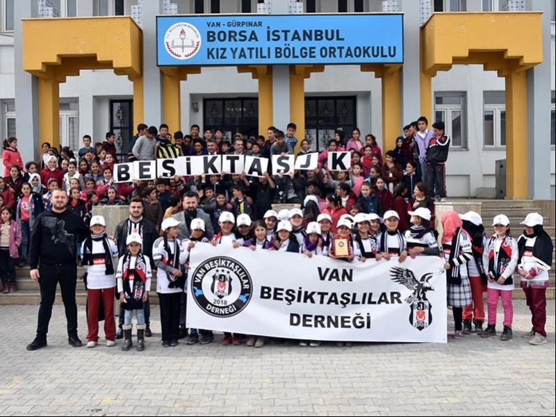 Van Gürpınar BİST'te okuyan Beşiktaşlı kız öğrenciler
