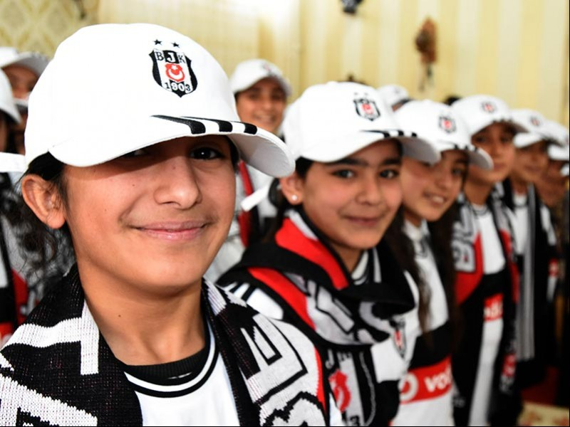 Van Gürpınar BİST'te okuyan Beşiktaşlı kız öğrenciler (Fotoğraf: DHA)