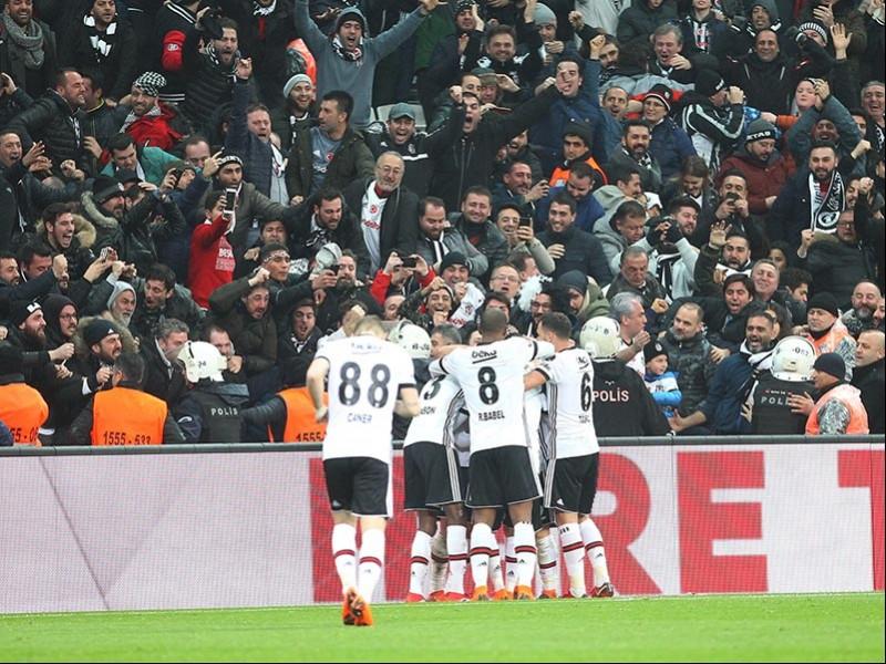 Beşiktaş, Fenerbahçe karşısında aldığı 3-1'lik galibiyetle şampiyonluk yarışına tutundu (Fotoğraf: DHA)