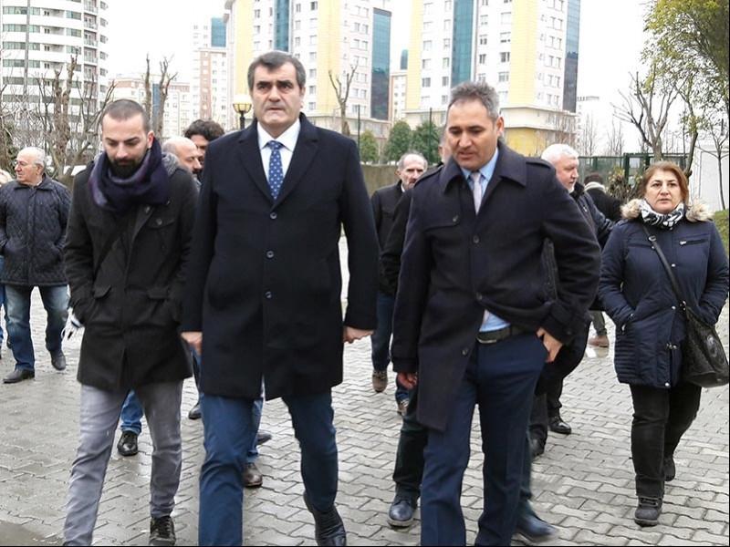 CHP Milletvekili Ali Şeker, BAAL öğrencilerine ve velilere destek verdi (Fotoğraf: EVRENSEL)