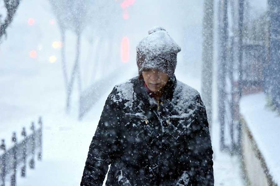 Edirne yoğun kar yağışıyla beyaza büründü