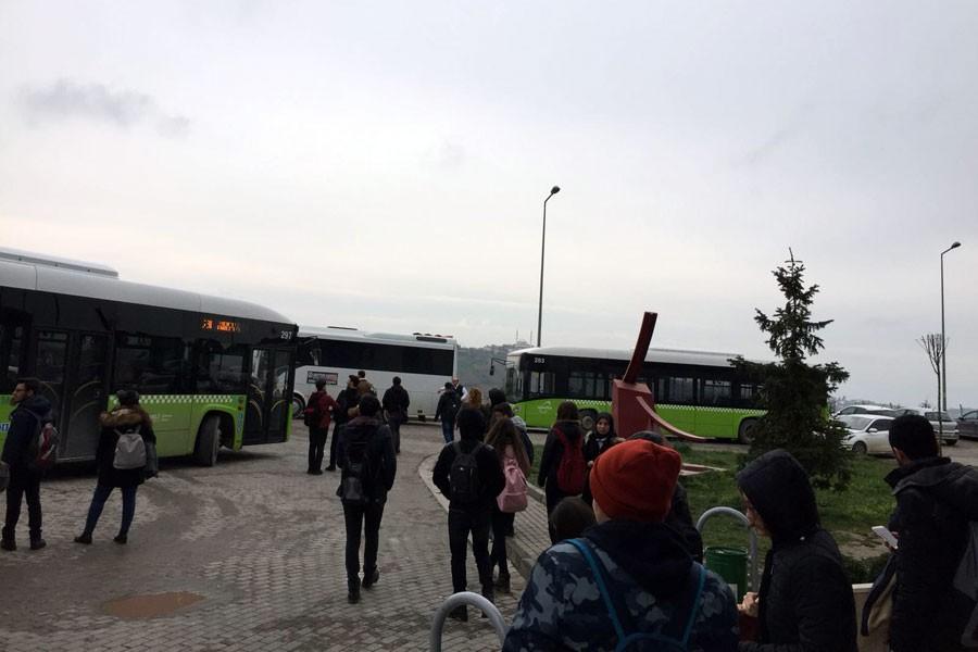 KOÜ'de eylem sonuç getirdi; hazırlık kampüsüne otobüs indi