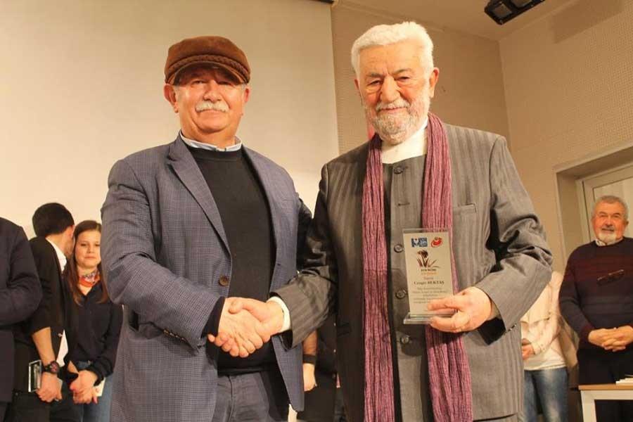 Manisa'da Niobe Ödülü Cengiz Bektaş'a verildi