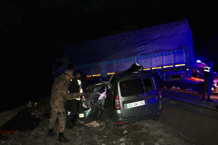 Erzurum'da trafik kazası: Aynı aileden 4 kişi öldü