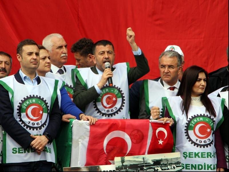 CHP Genel Başkan Yardımcısı Veli Ağbaba ve CHP Milletvekilleri Turhal Şeker Fabrikası önündeydi (Fotoğraf:DHA)