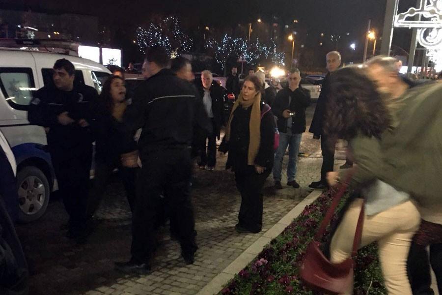 8 Mart yasağını protesto eden kadınlara polis saldırısı