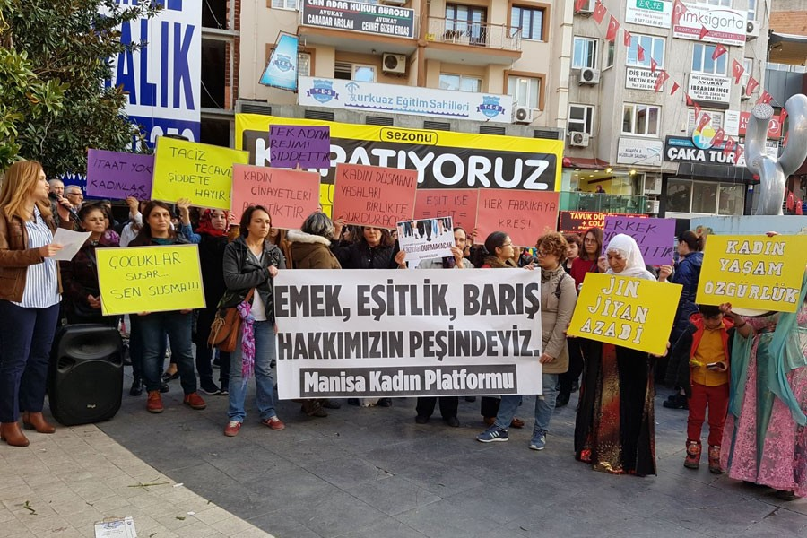 Manisa Kadın Platformu 8 Mart basın açıklaması (Fotoğraf: EVRENSEL)