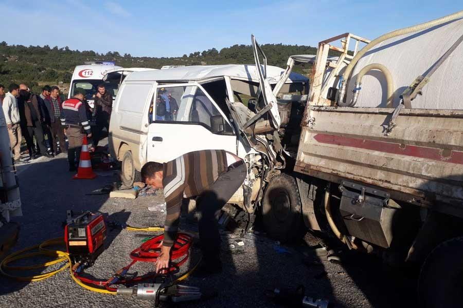 Çanakkale'de işçi minibüsü kazası: 1 ölü, 9 yaralı