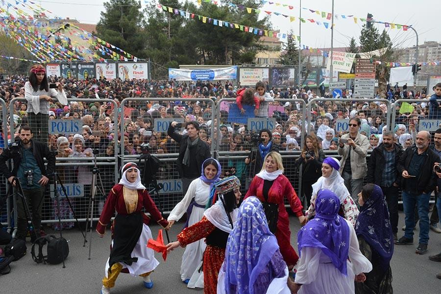 Diyarbakır'da kadınlar: Barış olsun, analar ağlamasın