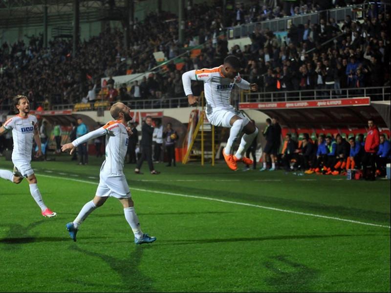 Alanyaspor, Başakşehir'i konuk ettiği maçtan 4-1 galip ayrıldı (Fotoğraf: DHA)