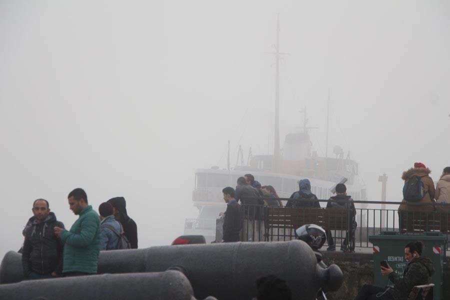 Vapur seferleri yapılamadı, Marmaray'da yoğunluk yaşandı