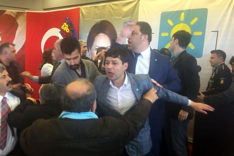 İYİ Parti Zonguldak İl Kongresi'nde tekmeli yumruklu kavga
