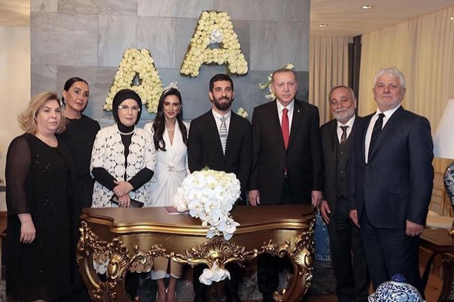 Arda Turan'dan gazeteciye: Senin kafanı gözünü kırarım
