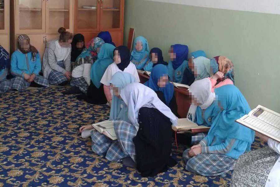 İlkokul çocuklarına Fetih suresi okutuluyor