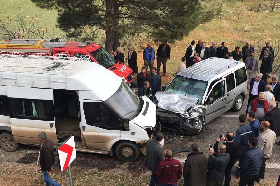 İşçi servisi kaza yaptı: 1 ölü 13 yaralı
