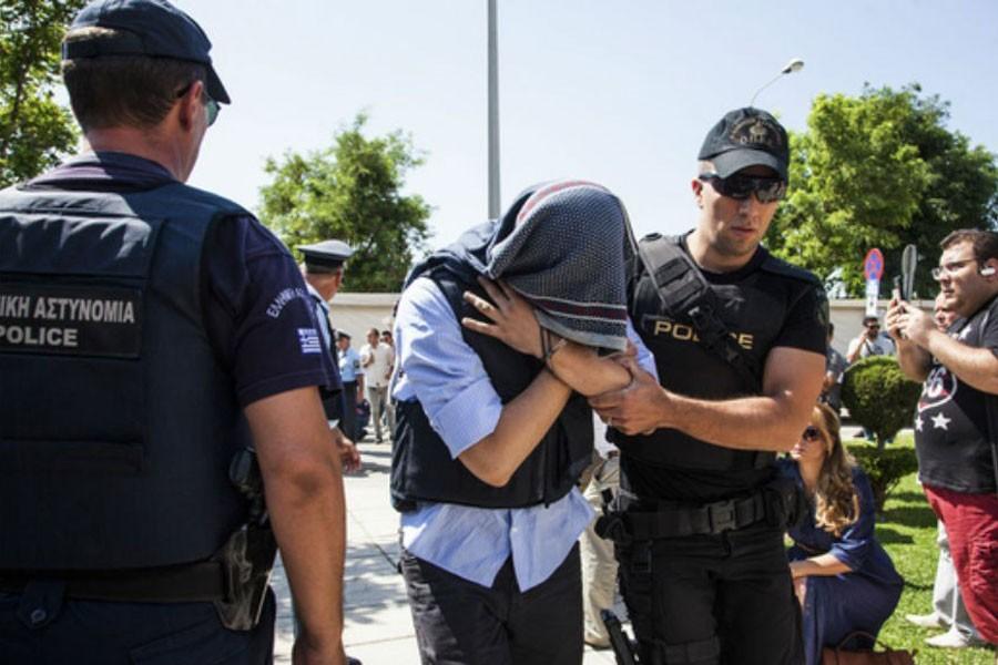 Yunanistan 8 askeri iade etmiyor