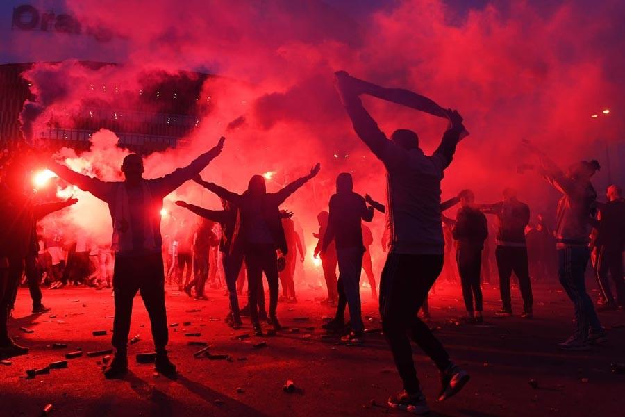 Olympique Lyon ve Marsilya UEFA Disiplin Kurulu'na sevk edildi