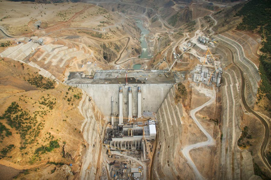 Baraj inşaatında 1000 işçi iş bıraktı