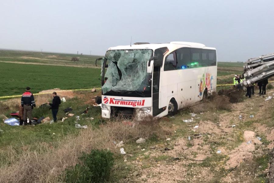Yolcu otobüsü şarampole devrildi: 4 ölü, 34 yaralı