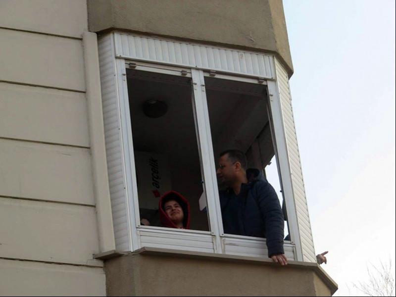 Ümraniye'de 5 katlı bir binada yangın çıktı
