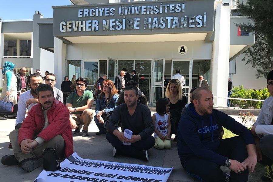 Kayseri Erciyes Üniversitesinde işten atılan işçiler (Fotoğraf: Ahmet Akarsu - EVRENSEL)