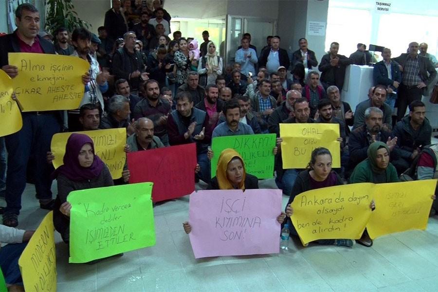 CHP'li vekiller, işten atılan işçileri ziyaret etti