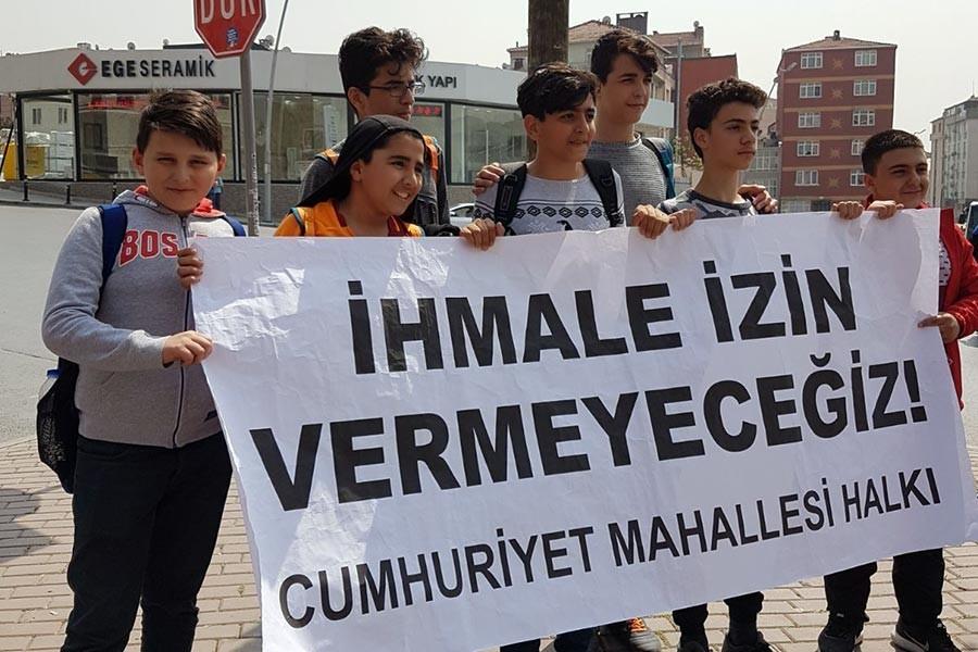 Bahçelievler Cumhuriyet Mahallesi halkı belediye önünde eylem yaptı